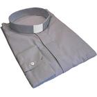 Camisa gris claro con cuello tirilla