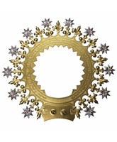 Aureola dorada decorada con estrellas y flores de lis