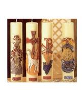 Velas de altar decoradas a juego con los cirios pascuales