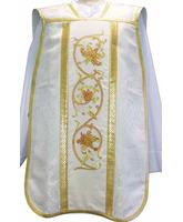 Casulla romana blanca con bordados dorados