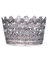 Corona de plata decorada con elementos litúrgicos