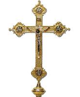 Cruz parroquial de fundición con Cristo plateado