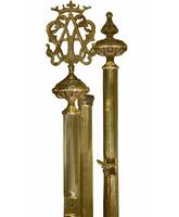 Vara porta estandarte de bronce con insignia mariana