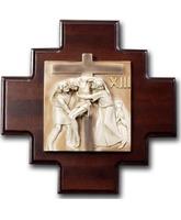 Vía Crucis con estaciones de madera y marmolina