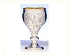 Cáliz de plata liso con detalles cincelados