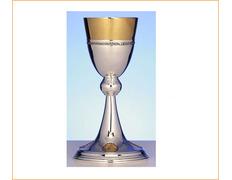 Cáliz de plata con decoración dorada en base y copa