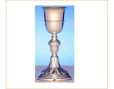 Cáliz de plata con decoración sencilla
