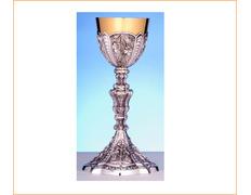 Cáliz de plata gótico con uvas en relieve