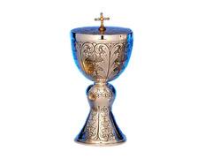 Copón de plata cincelada con Cruz dorada