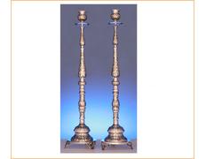 Candelero de pie fabricado en plata de ley cincelada