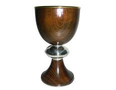 Cáliz de plata y madera con 20 cm. de altura