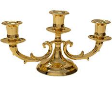 Candelabro dorado para tres velas