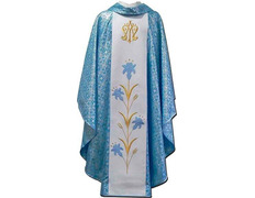 Casulla mariana con estolón central bordado azul celeste