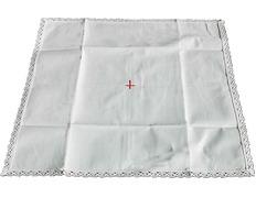 Corporal blanco con Cruz roja bordada