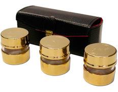 Crismeras doradas con estuche de piel con interior de raso rojo