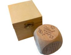 Dado de bendecir fabricado en madera de pino