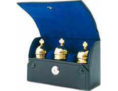 Tres crismeras bañadas en oro con estuche