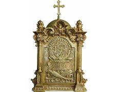 Sagrario de bronce con JHS en relieve