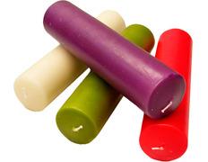 Velas de Adviento en los cuatro colores litúrgicos