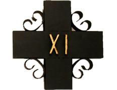 Vía Crucis con estaciones de forja pintadas